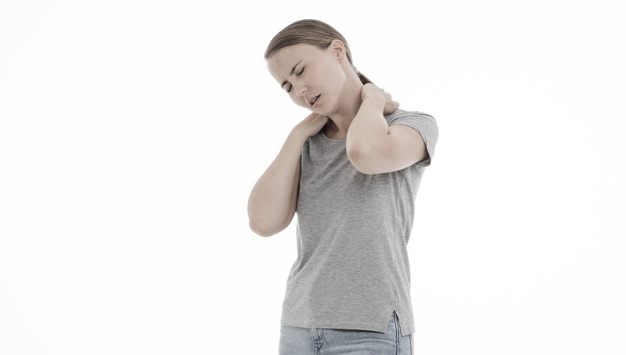 6 ejercicios para aliviar  el dolor de cuello y hombros