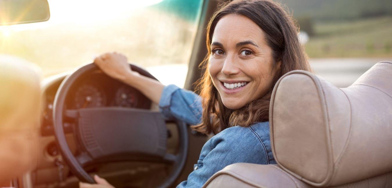 7 tips para tener una buena postura al volante. Evita la sobrecarga muscular.