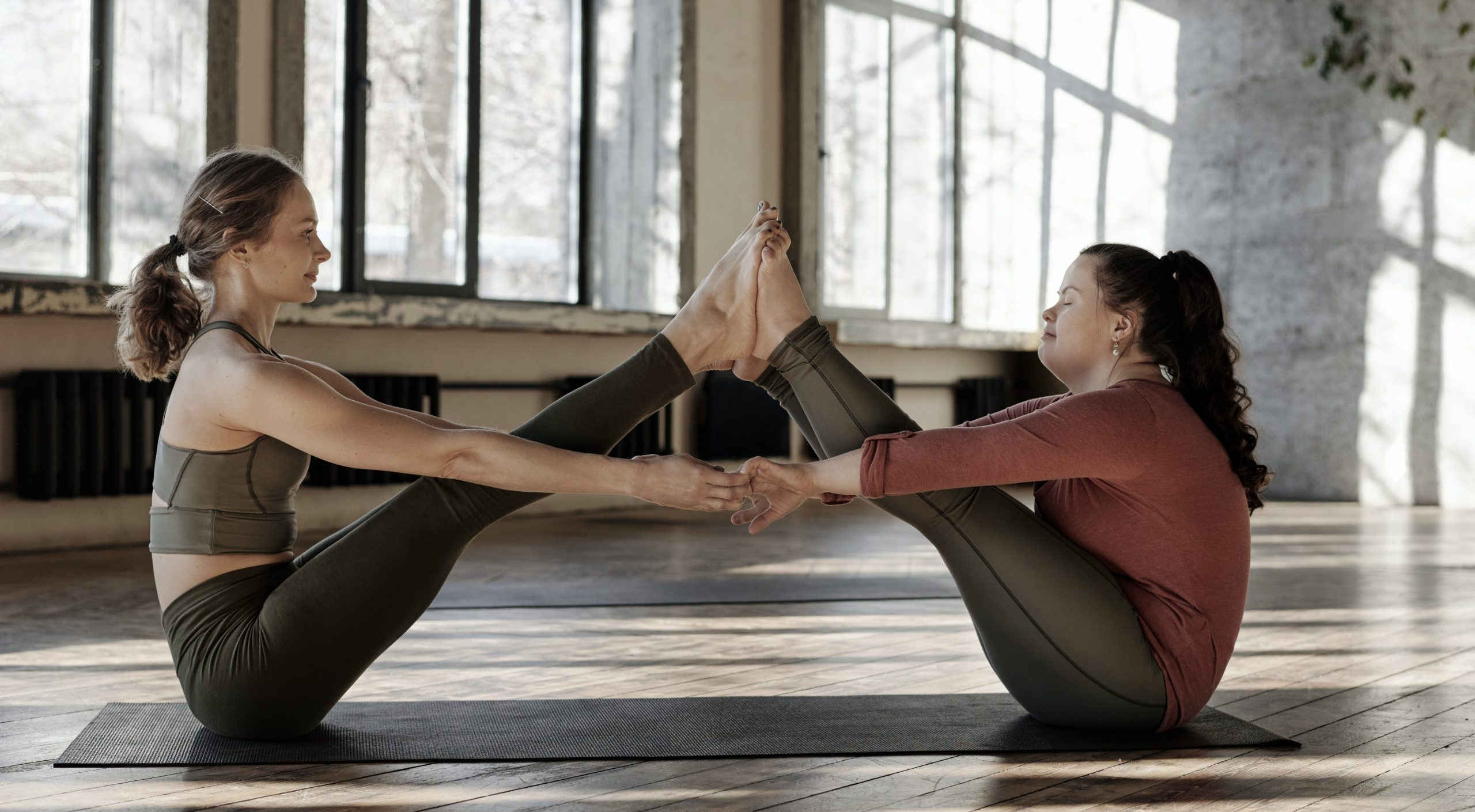 Pilates en pareja para aumentar la conciencia corporal