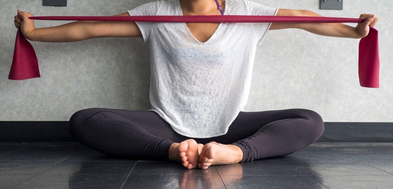 Todo lo que necesitas saber sobre la Theraband.                                      Estos son los principales beneficios de incluir las bandas elásticas en tu rutina de ejercicios.